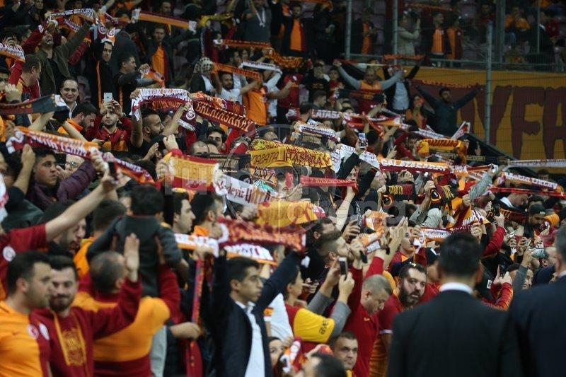 Galatasara ile Bursaspor 1-1 berabere kaldı, Sosyal Medya yıkıldı!