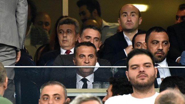 <h2>Beşiktaş taraftarından tepki: Fikret Orman paralar nerede?</h2>