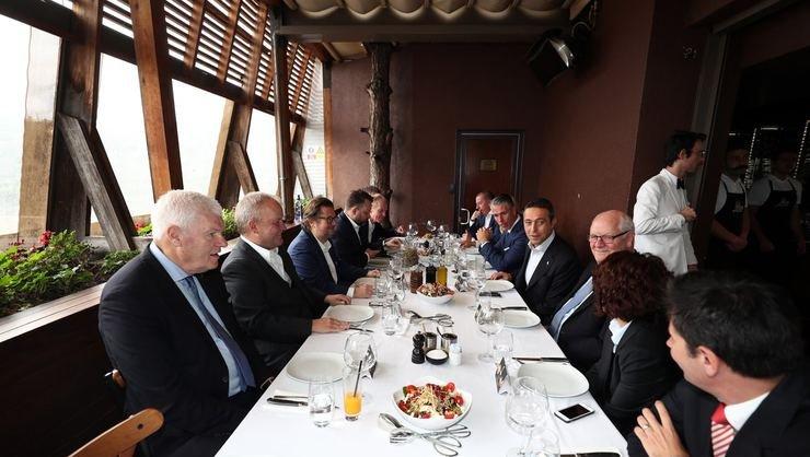 <h2>Fenerbahçe ile Anderlecht yöneticileri yemekte buluştu</h2>