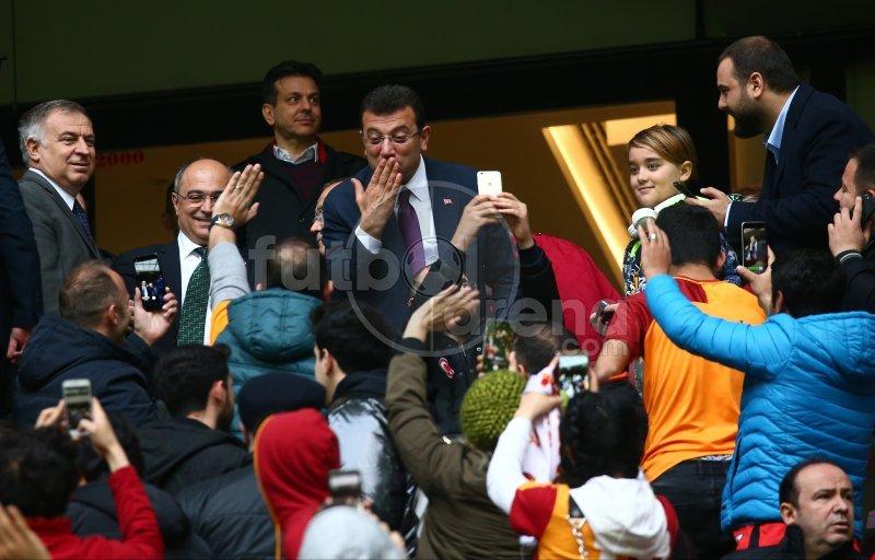 Ekrem İmamoğlu'nun TT Stadı'nda dikkat çeken karesi