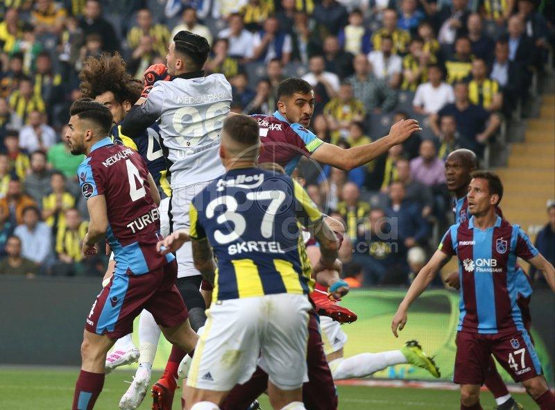 <h2>Spor yazarları, Fenerbahçe - Trabzonspor maçına ne dedi?</h2>
