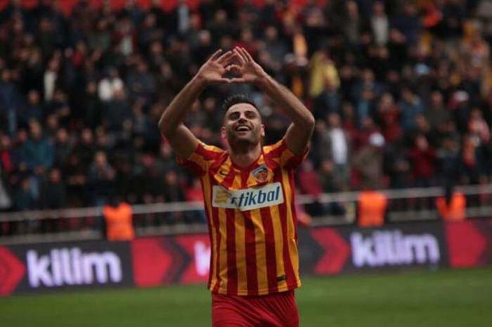 <h2>Fenerbahçe, Deniz Türüç'ü transfer edecek mi?</h2>