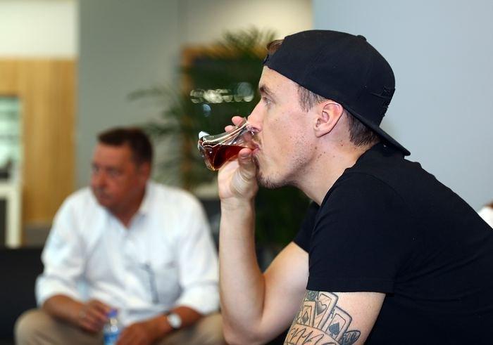 <h2>Max Kruse'un çay tutkunu</h2>