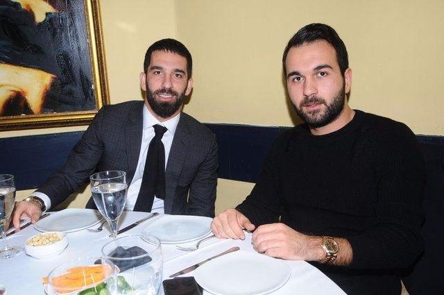 <h2>Okan Turan, Fenerbahçeli taraftarlarla tartıştı</h2>