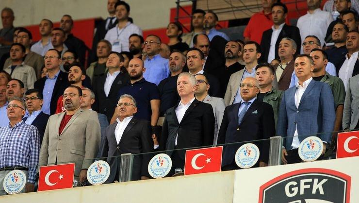 <h2>Beşiktaş yönetiminden toplantı kararı</h2>