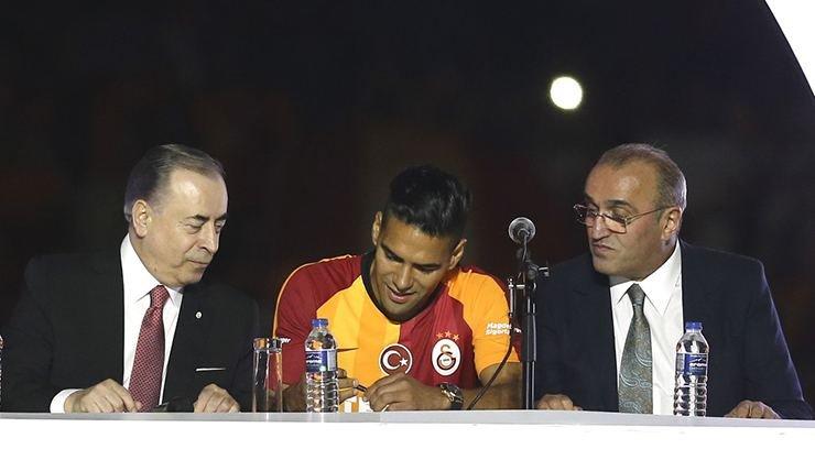 <h2>Galatasaray'da Belhanda ve Feghouli'nin talebi</h2>
