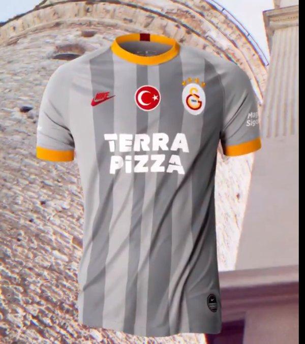 <h2>Galatasaray'ın 3. forması</h2>