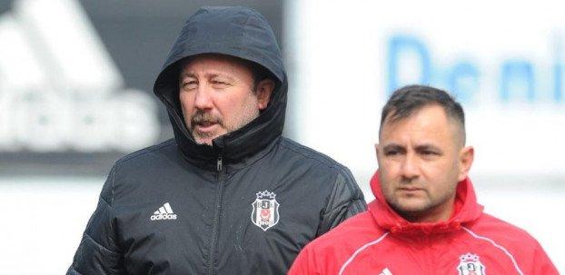 <h2>Beşiktaş'ta Sergen Yalçın'dan transfer, Talisca ve Dorukhan açıklaması</h2>
