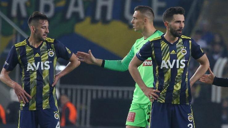 <h2>Fenerbahçe'de sözleşmesi bitenler yeni hocayı bekliyor!</h2>