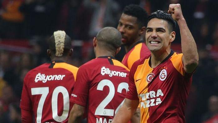 <h2>Galatasaray'da kriz! Feda demeyenler ile yollar ayrılacak</h2>