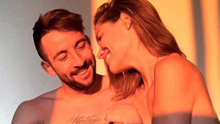 <h2>Mauricio Isla'nın eşi Gala Caldirola çıplak şekilde güneşlendi</h2>