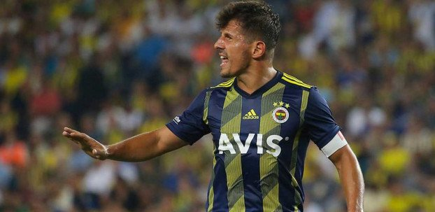<h2>Fenerbahçe'de Emre'nin ipini ilk çektiği isim belli oldu</h2>