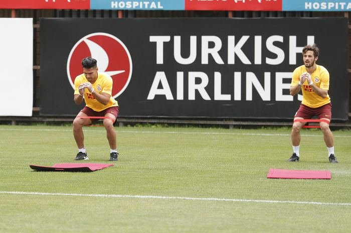 <h2>Galatasaray sahaya indi! Eldivenli antrenman...</h2>