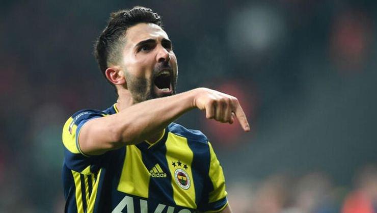 <h2>Son dakika! Galatasaray, Fenerbahçe'nin yıldızına haber gönderdi</h2>