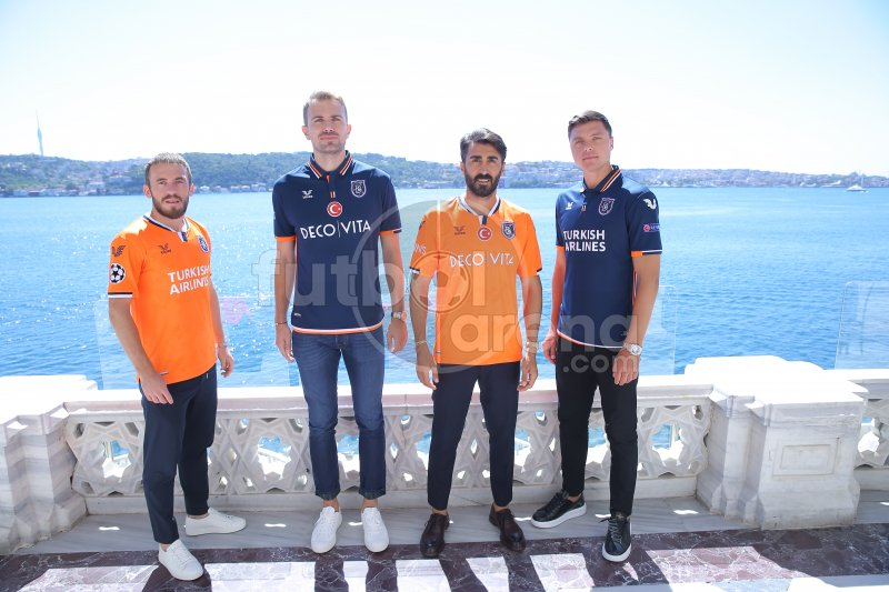 Başakşehir'de yeni sezon formaları tanıtıldı
