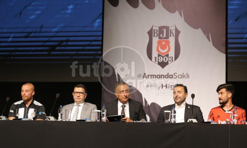 Beşiktaş'ta transferler için imza töreni