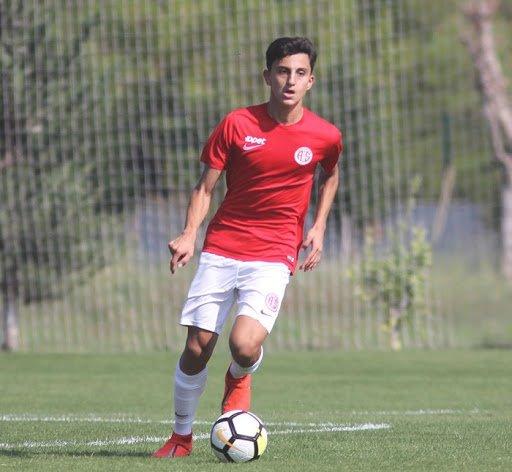 <h2>Mevlüthan Ekelik - Antalyaspor Yaş: 15</h2>