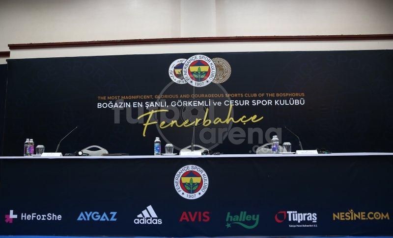 FutbolArena, Mesut Özil'in imza töreninde (27 Ocak 2021)