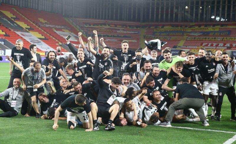 Şampiyon Beşiktaş'ın İzmir'deki kutlamaları
