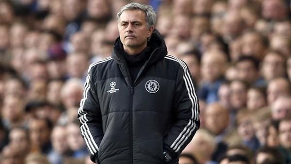 Mourinho hakemden özür diledi