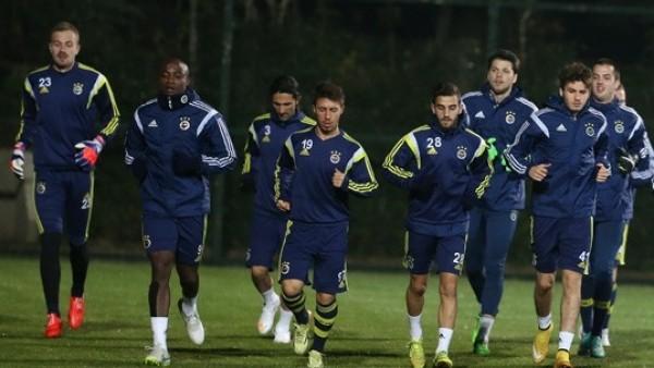 Fenerbahçe, kupa maçı için Kayseri'ye gitti