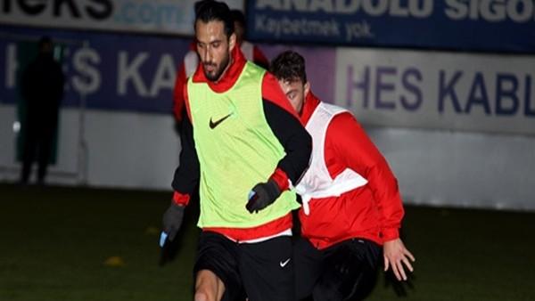 Erkan Zengin ilk antrenmanına çıktı