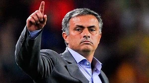 Jose Mourinho'dan Figo'ya destek