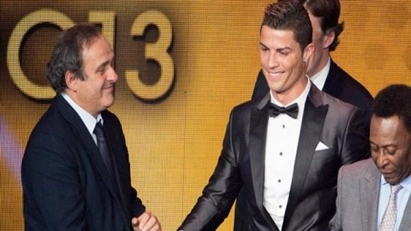 Ronaldo hayranları Platini'nin evini topa tuttu!