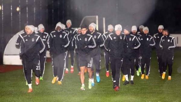 Beşiktaş, kar altında derbiye hazırlanıyor