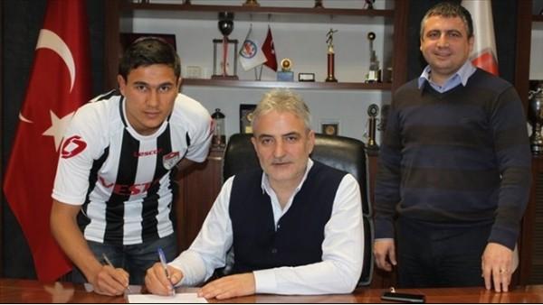 Manisaspor'a Özbek futbolcu