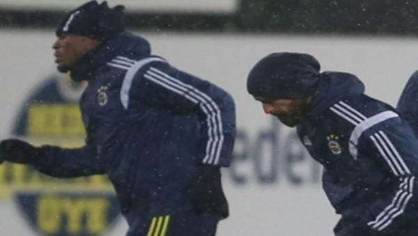 Fenerbahçe'de Meireles ve Emenike'nin sakatlıkları geçti