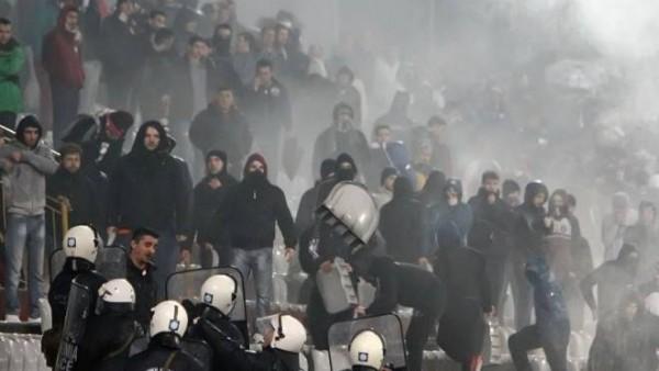 Yunanistan'da futbol terörü hız kesmedi
