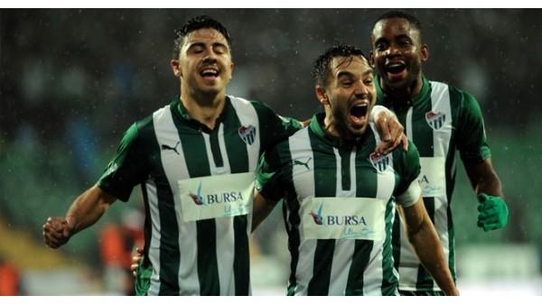 Bursaspor dev takımlara kafa tutuyor