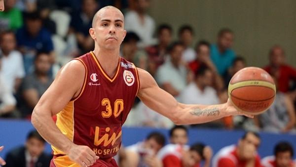 Galatasaray'da Carlos Arroyo hastenye kaldırıldı