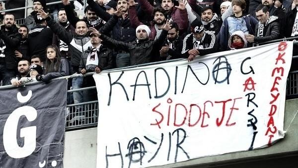 Beşiktaş tribünlerinde büyük protesto