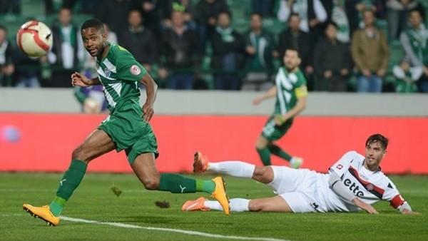 Bakambu hat-trick yaptı, Bursaspor lider çıktı
