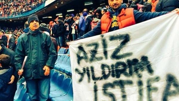 Atletico Madrid'in stadında Aziz Yıldırım pankartı!