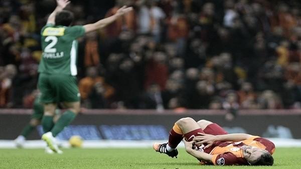 Galatasaray'da sakatlık şoku! Oyundan çıktı...