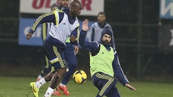 Fenerbahçe'deEmre Belözoğlu, Alper Potuk ve Hasan Ali takımdan ayrı çalıştı