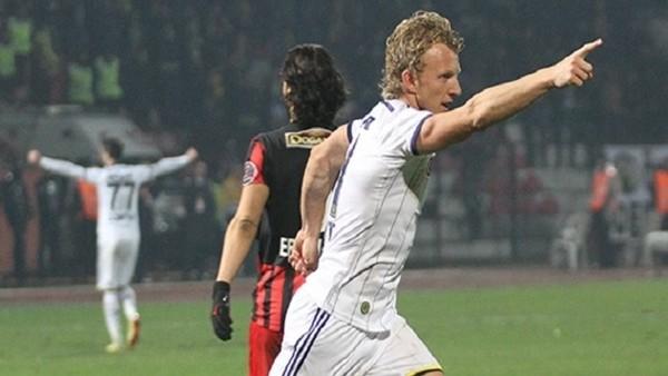 Dirk Kuyt: 'Gol yemeden kazandığımız için mutluyuz'