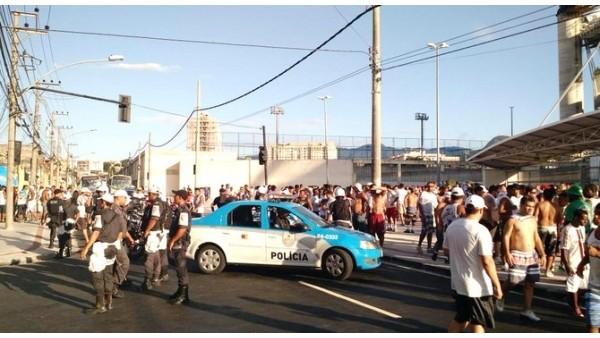 Rio derbisinde çıkan olaylar sonrası taraftarlara gözaltı