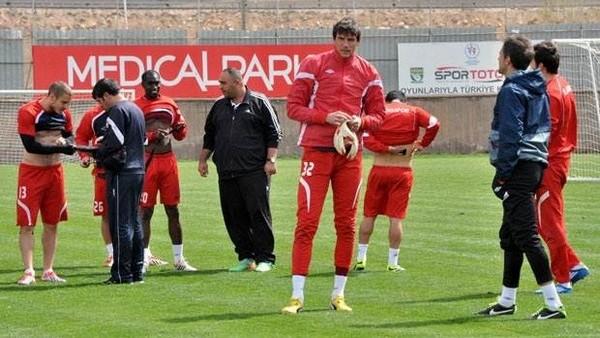 Elazığspor'da 6 oyuncuyla yollar ayrıldı