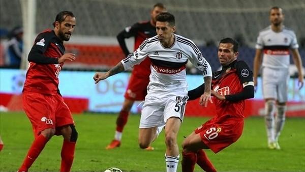 Beşiktaş liderlik koltuğunu geri istiyor