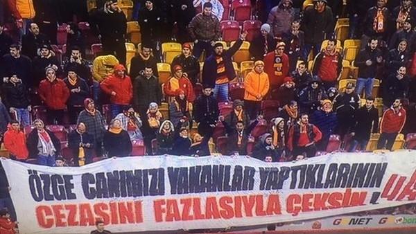 Galatasaray taraftarından ıslıklı protesto!