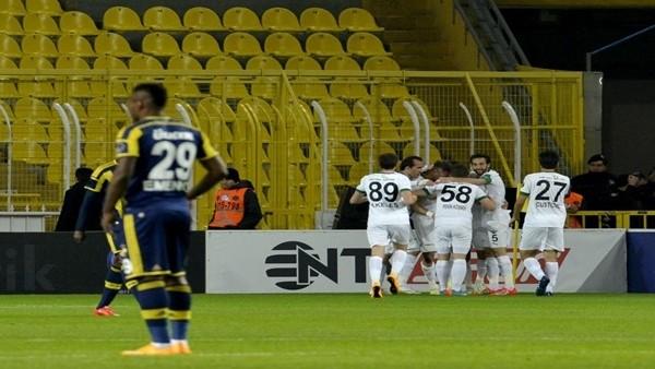 Fenerbahçe ilk dakikalarda kalesini kapatamıyor