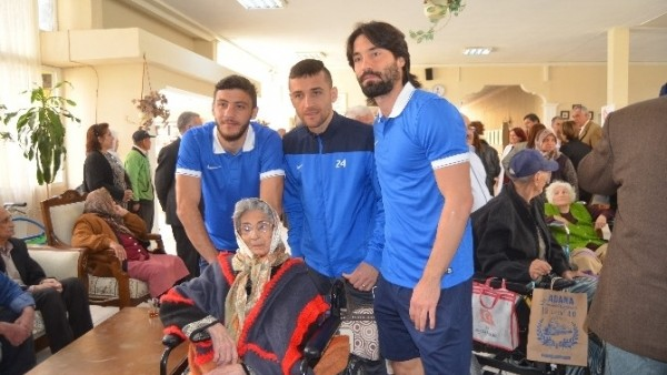 Adana Demirspor'dan huzurevine ziyaret