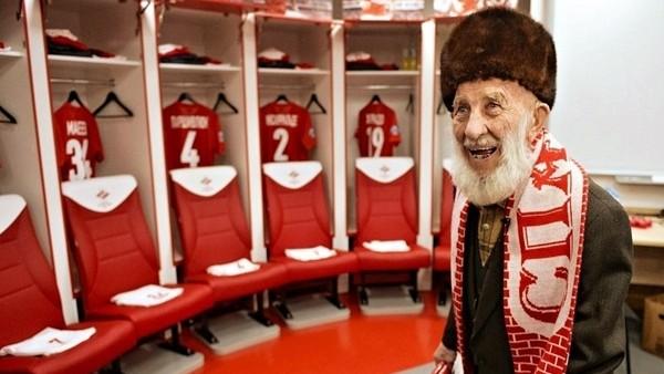 Spartak Moskova taraftarından anlamlı organizasyon