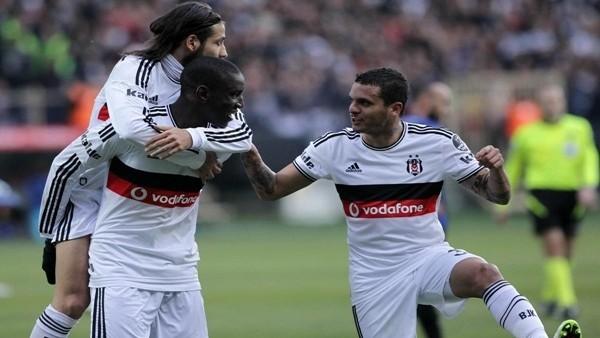 Beşiktaş Kadıköy'e 4 puan farkla lider gidiyor!