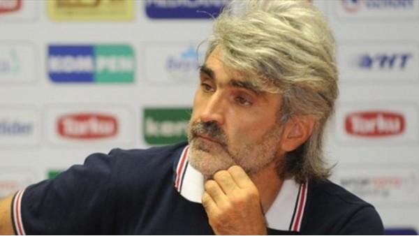 Osmanlıspor teknik direktörü gazetecilerle tartıştı