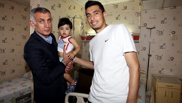Trabzonspor'da Cardozo'nun hastalanan oğluna ziyaret